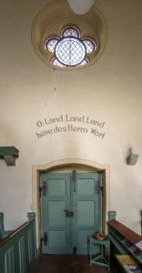 Spruch über dem Eingang